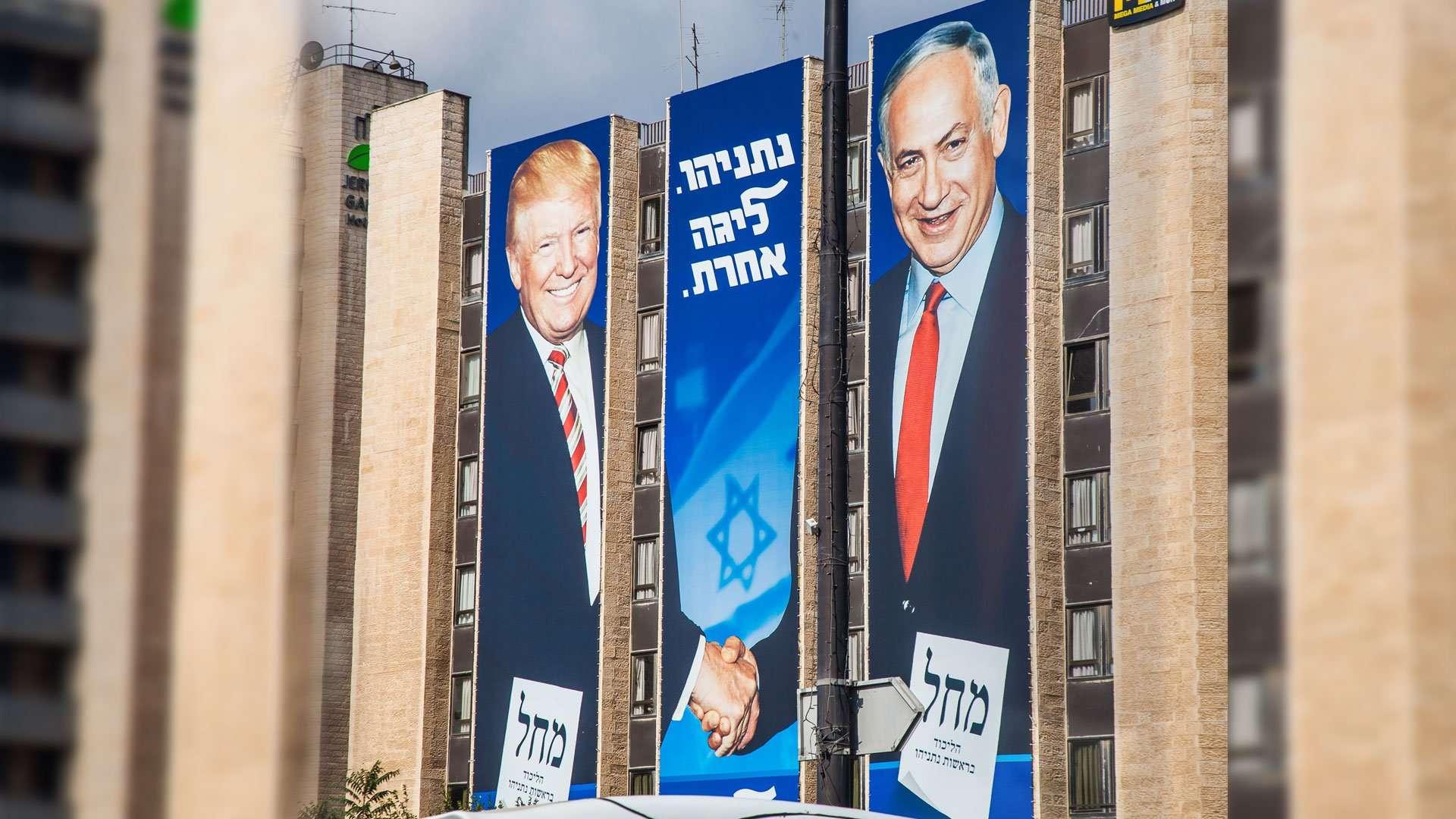Billboard showing Netanyahu shake hands with Trump.